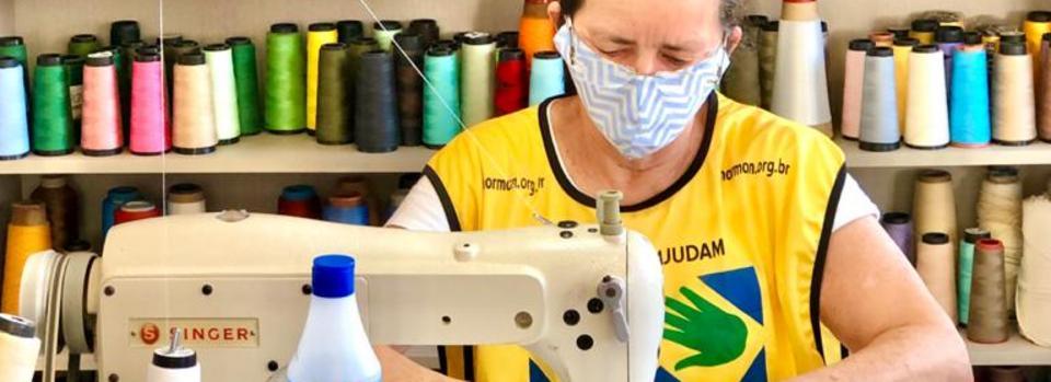 Projeto Maos que Ajudam doando mascaras